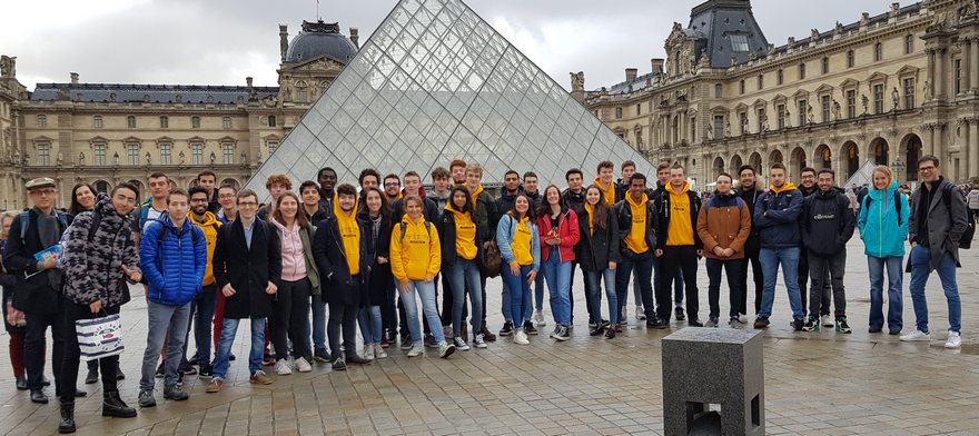 photo_groupe_Louvre.png